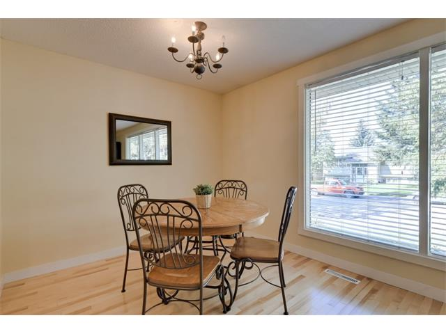 Photo 11: 5719 LODGE Crescent SW in Calgary: Lakeview House for sale : MLS® # C4076054
