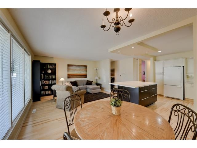 Photo 13: 5719 LODGE Crescent SW in Calgary: Lakeview House for sale : MLS® # C4076054