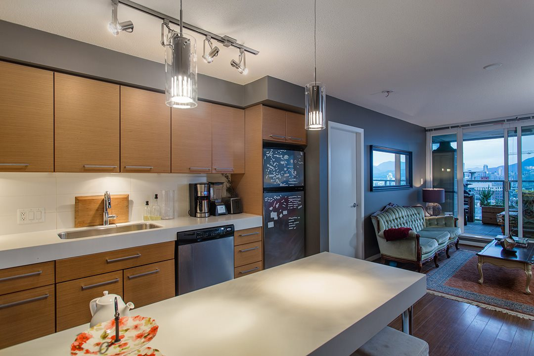 "Photo 5: 802 2770 SOPHIA Street in Vancouver: Mount Pleasant VE Condo for sale in ""STELLA"" (Vancouver East)  : MLS® # R2121936"