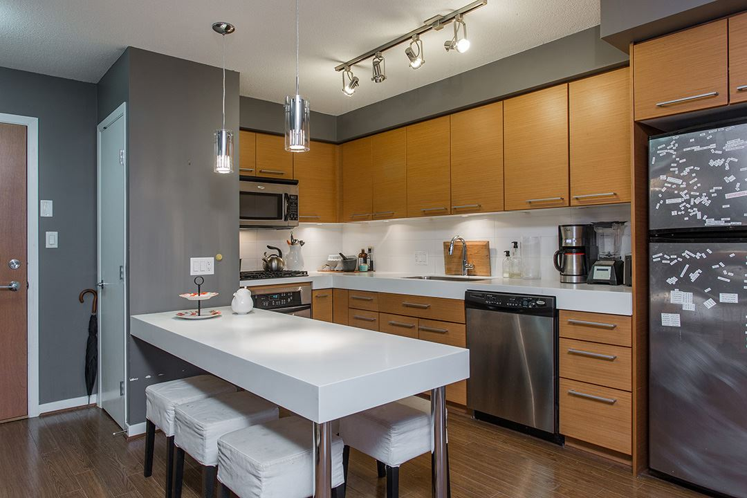 "Photo 2: 802 2770 SOPHIA Street in Vancouver: Mount Pleasant VE Condo for sale in ""STELLA"" (Vancouver East)  : MLS® # R2121936"
