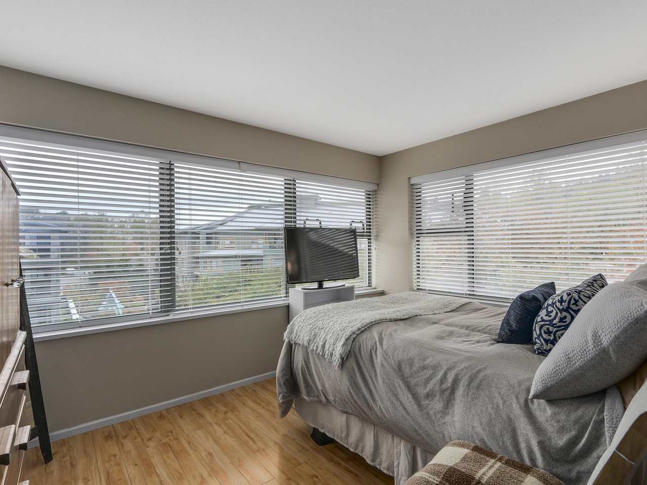 "Photo 2: 410 260 NEWPORT Drive in Port Moody: North Shore Pt Moody Condo for sale in ""THE MCNAIR"" : MLS(r) # R2130250"