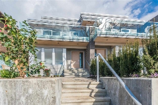 Main Photo: 350 E 5TH Street in North Vancouver: Lower Lonsdale House 1/2 Duplex for sale : MLS(r) # R2141335