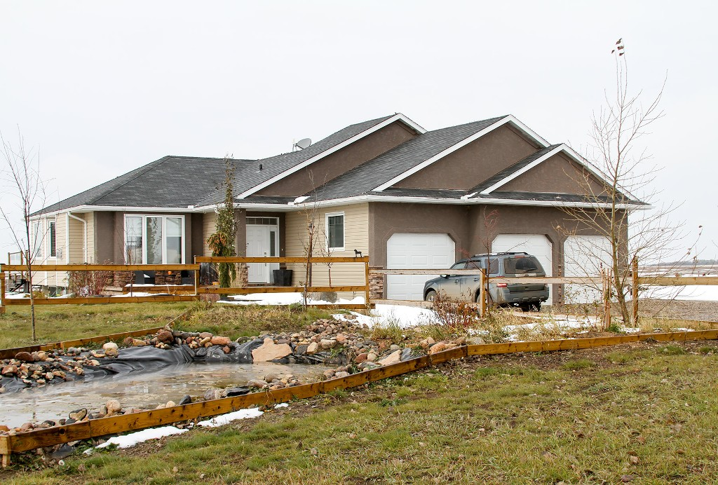 Main Photo: 27 Meadowlark Crescent in Saskatoon: Blucher Acreage for sale (Saskatoon SE)  : MLS(r) # 602405