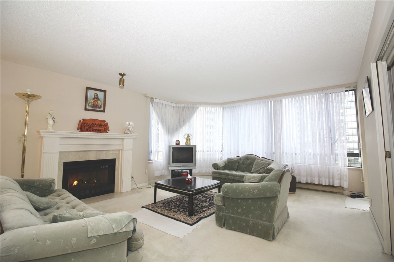 "Photo 2: 1003 6282 KATHLEEN Avenue in Burnaby: Metrotown Condo for sale in ""THE EMPRESS"" (Burnaby South)  : MLS® # R2156571"