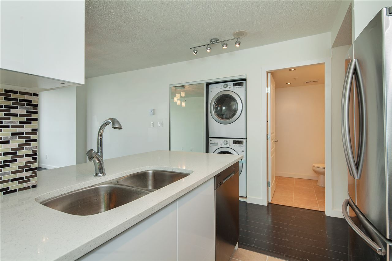 "Photo 8: 601 3438 VANNESS Avenue in Vancouver: Collingwood VE Condo for sale in ""Centro"" (Vancouver East)  : MLS(r) # R2178213"