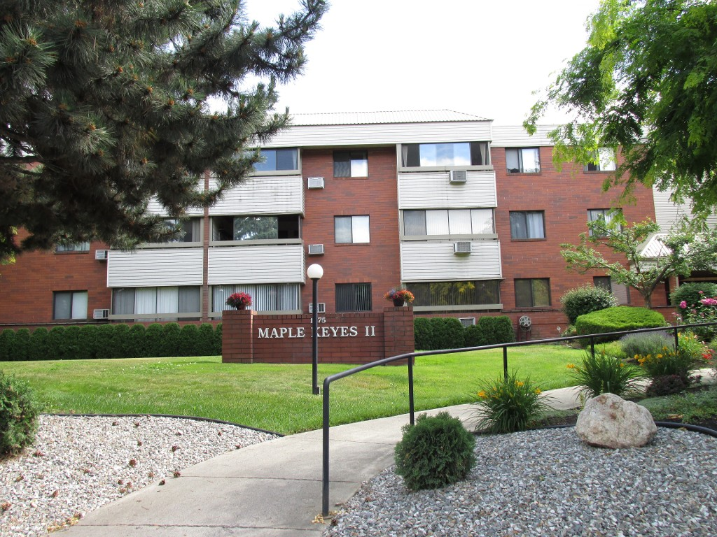 Main Photo: 210 1075 Bernard Avenue in Kelowna: Kelowna North Condo for sale : MLS®# 	10137427
