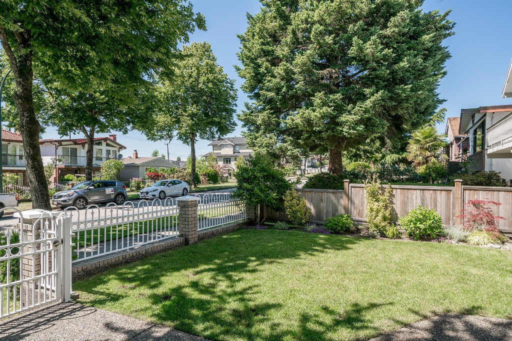 Photo 3: Photos: 5938 SHERBROOKE Street in Vancouver: Knight House for sale (Vancouver East)  : MLS®# R2183421