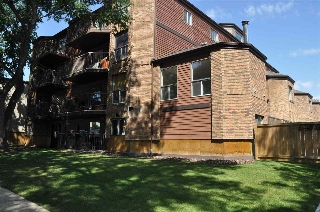 Main Photo:  in Edmonton: Zone 15 Townhouse for sale : MLS® # E4072663