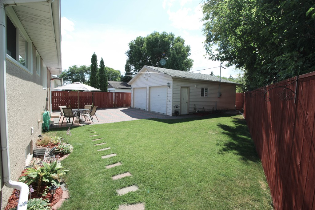 Photo 18: 159 Harper Ave in Winnipeg: Windsor Park Single Family Detached for sale (2G)  : MLS® # 1721658