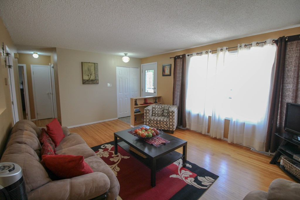 Photo 4: 159 Harper Ave in Winnipeg: Windsor Park Single Family Detached for sale (2G)  : MLS® # 1721658