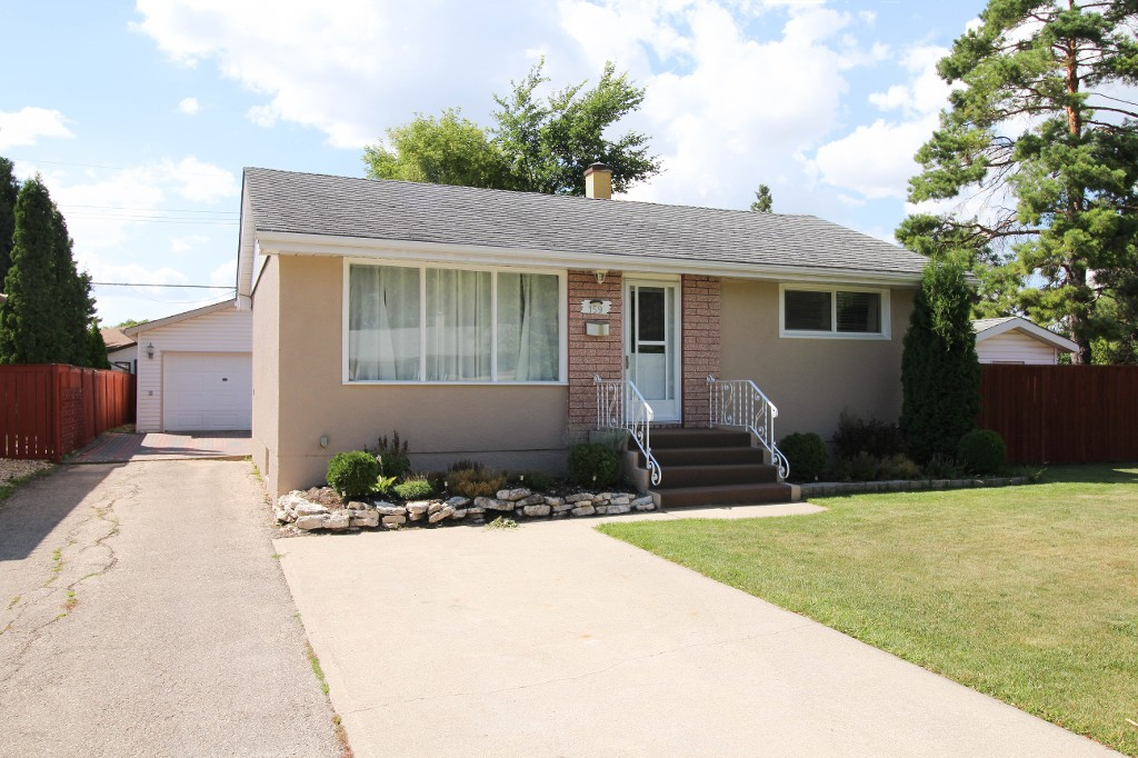 Photo 1: 159 Harper Ave in Winnipeg: Windsor Park Single Family Detached for sale (2G)  : MLS® # 1721658