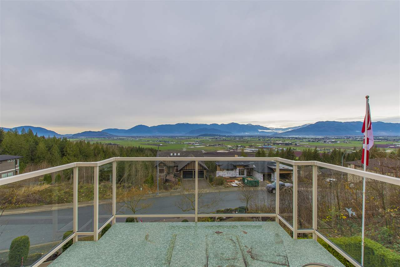 "Photo 8: Photos: 7288 MOUNT THURSTON Drive in Chilliwack: Eastern Hillsides House for sale in ""Elk Mountain Estates"" : MLS® # R2222225"