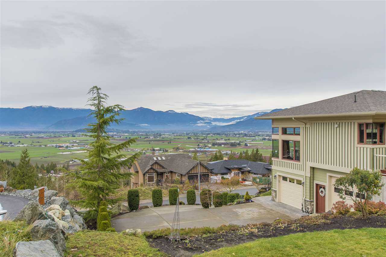 "Photo 4: Photos: 7288 MOUNT THURSTON Drive in Chilliwack: Eastern Hillsides House for sale in ""Elk Mountain Estates"" : MLS® # R2222225"