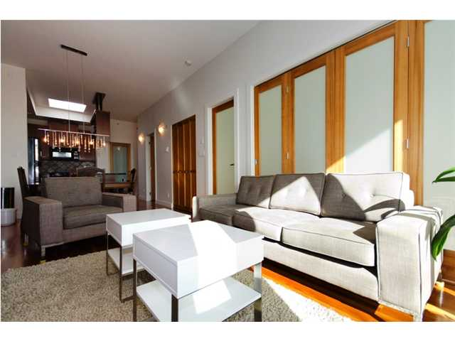 "Main Photo: 401 2515 ONTARIO Street in Vancouver: Mount Pleasant VW Condo for sale in ""ELEMENTS"" (Vancouver West)  : MLS® # V881721"
