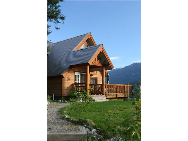 Main Photo: 7455 BEECHWOOD Street in Pemberton: Pemberton WH House for sale (Whistler)  : MLS® # V894506