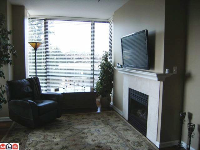 Photo 2: 402 1550 MARTIN Street: White Rock Condo for sale (South Surrey White Rock)  : MLS(r) # F1123164