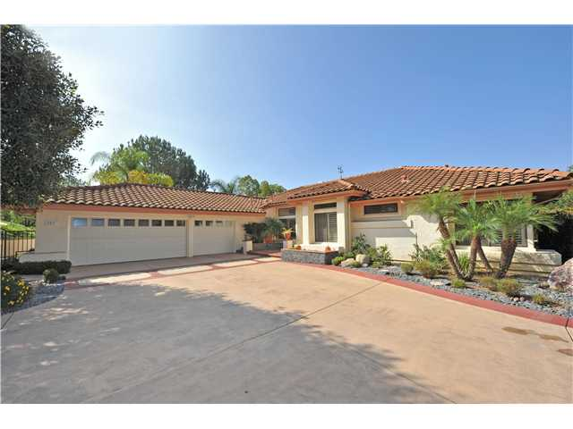 Main Photo: SOUTH ESCONDIDO House for sale : 3 bedrooms : 2836 Cantegra Glen in Escondido