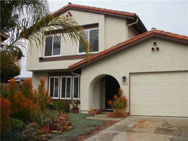 Main Photo: EAST ESCONDIDO House for sale : 4 bedrooms : 1354 Ronda Avenue in Escondido