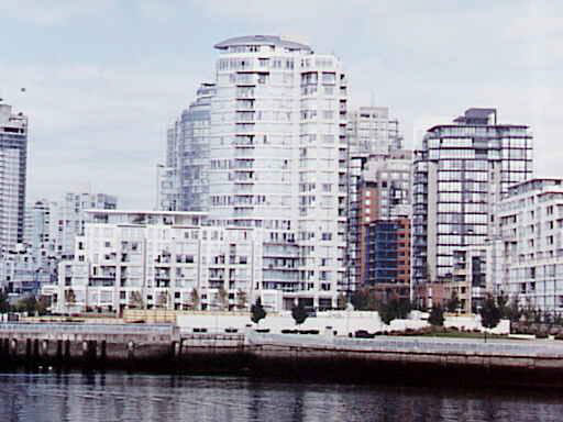 Main Photo: 107 1383 MARINASIDE CRESCENT in : Yaletown Townhouse for sale : MLS® # V313150