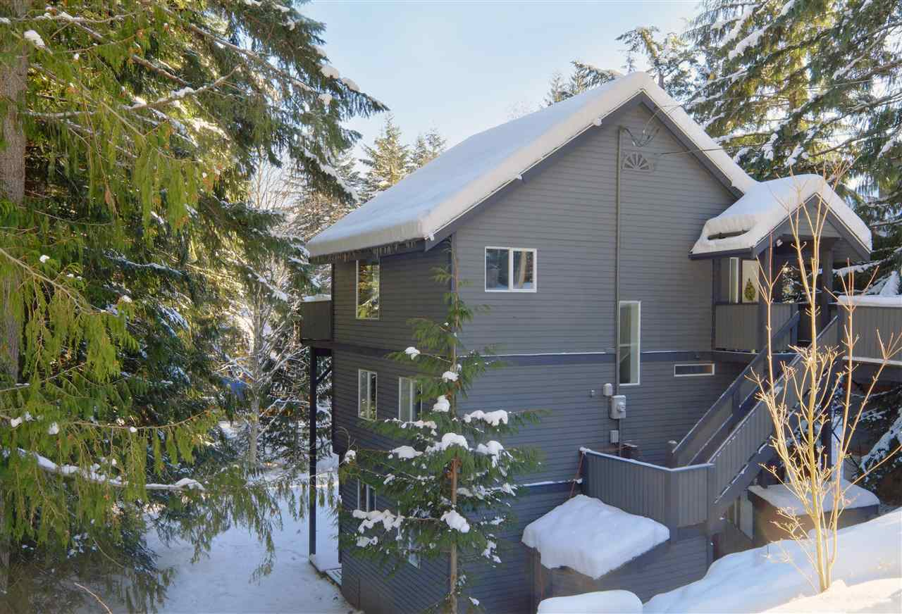 "Main Photo: 8297 VALLEY Drive in Whistler: Alpine Meadows House for sale in ""ALPINE MEADOWS"" : MLS(r) # R2128037"