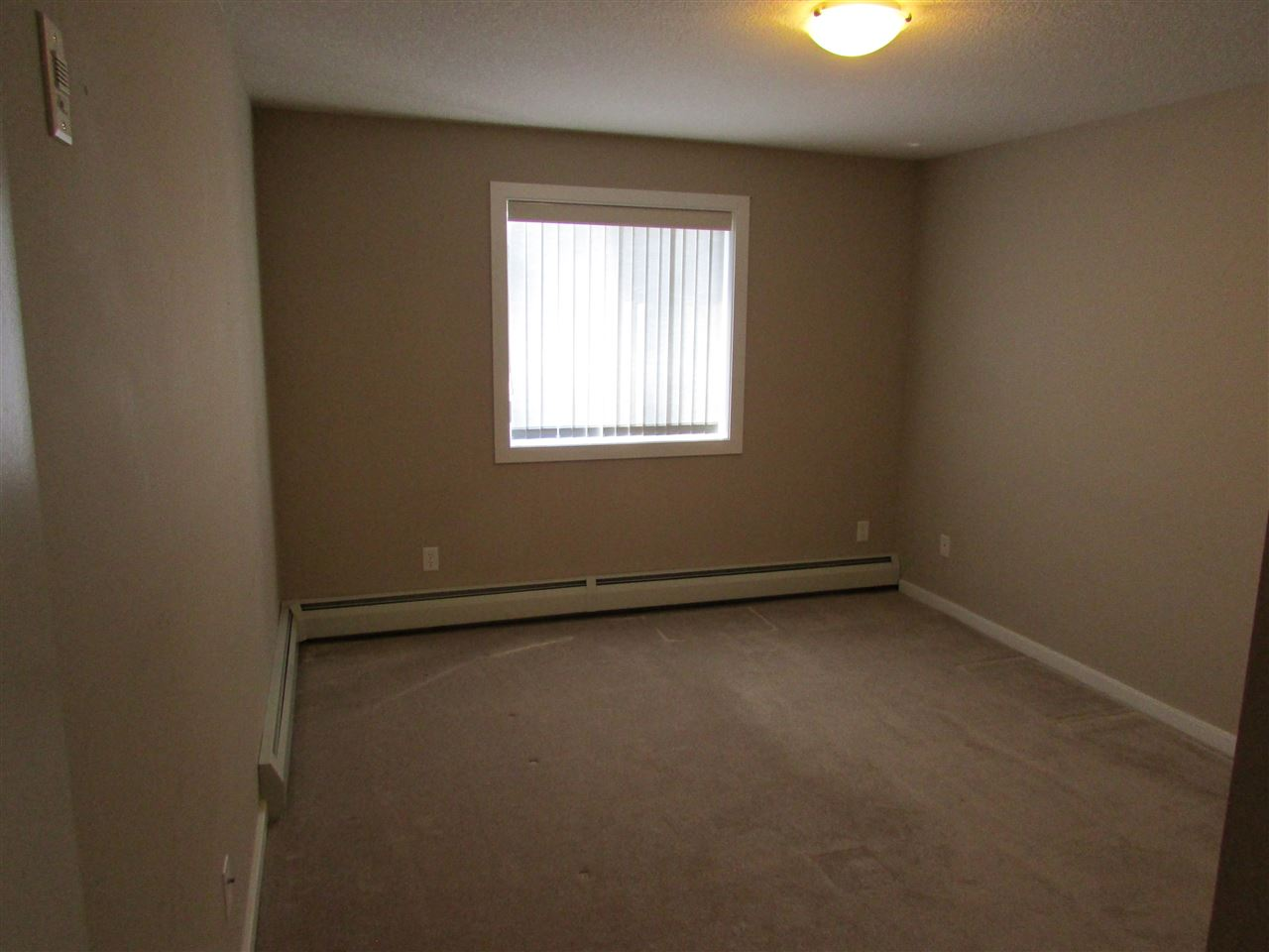 great sized second bedroom
