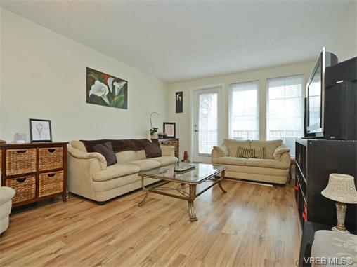 Photo 2: 103 2685 Deville Road in VICTORIA: La Langford Proper Townhouse for sale (Langford)  : MLS® # 373692