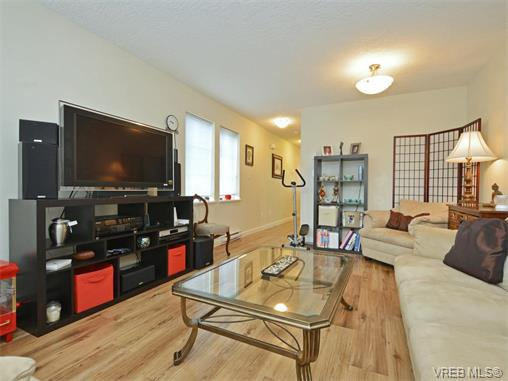 Photo 3: 103 2685 Deville Road in VICTORIA: La Langford Proper Townhouse for sale (Langford)  : MLS® # 373692