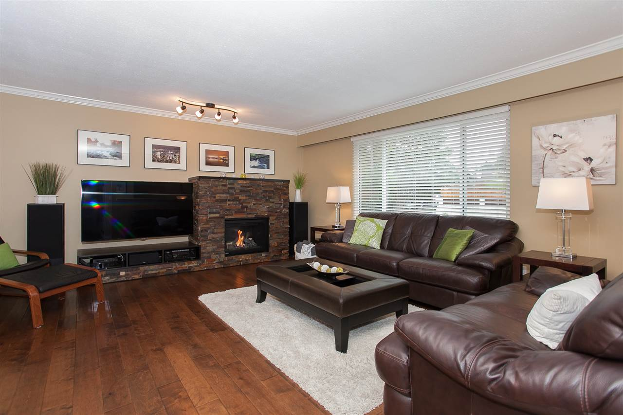 Photo 10: 730 TOWNLEY Street in Coquitlam: Coquitlam West House for sale : MLS(r) # R2136299