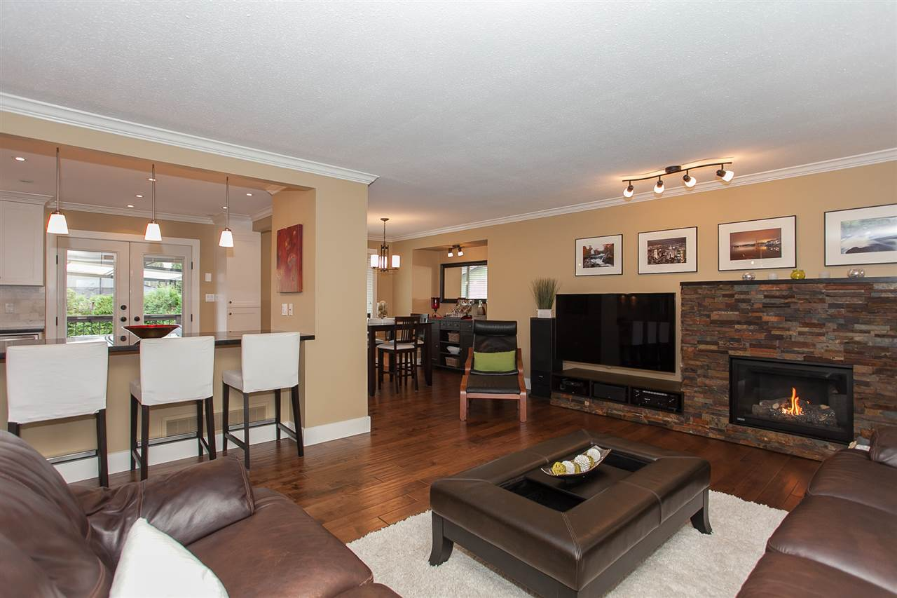 Photo 5: 730 TOWNLEY Street in Coquitlam: Coquitlam West House for sale : MLS(r) # R2136299