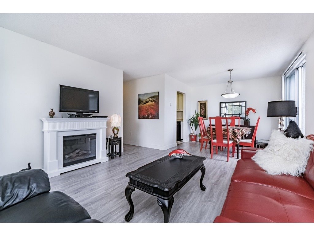 "Main Photo: 306 5700 200 Street in Langley: Langley City Condo for sale in ""LANGLEY VILLAGE"" : MLS® # R2199806"