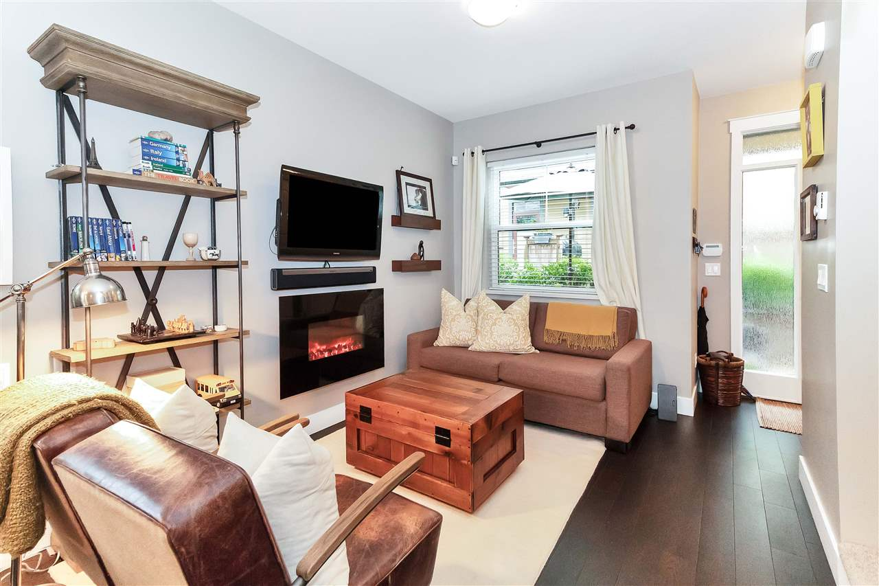 "Main Photo: 1833 CHARLES Street in Vancouver: Grandview VE Townhouse for sale in ""Jeff's Residence"" (Vancouver East)  : MLS®# R2278088"