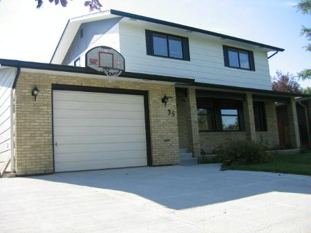 Main Photo: 35 Rozmus Bay: Residential for sale (Maples)  : MLS® # 2711661