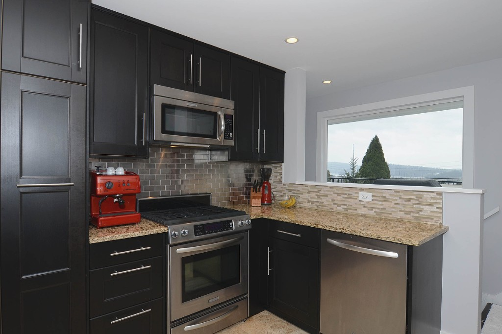 Photo 6: 803 CALVERHALL Street in North Vancouver: Calverhall House for sale : MLS(r) # V1055291