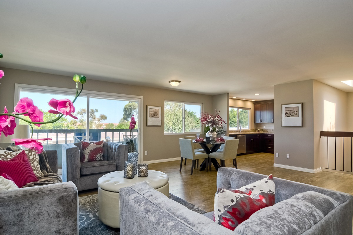 Main Photo: MISSION VALLEY Townhome for sale : 3 bedrooms : 6251 Caminito Salado in San Diego