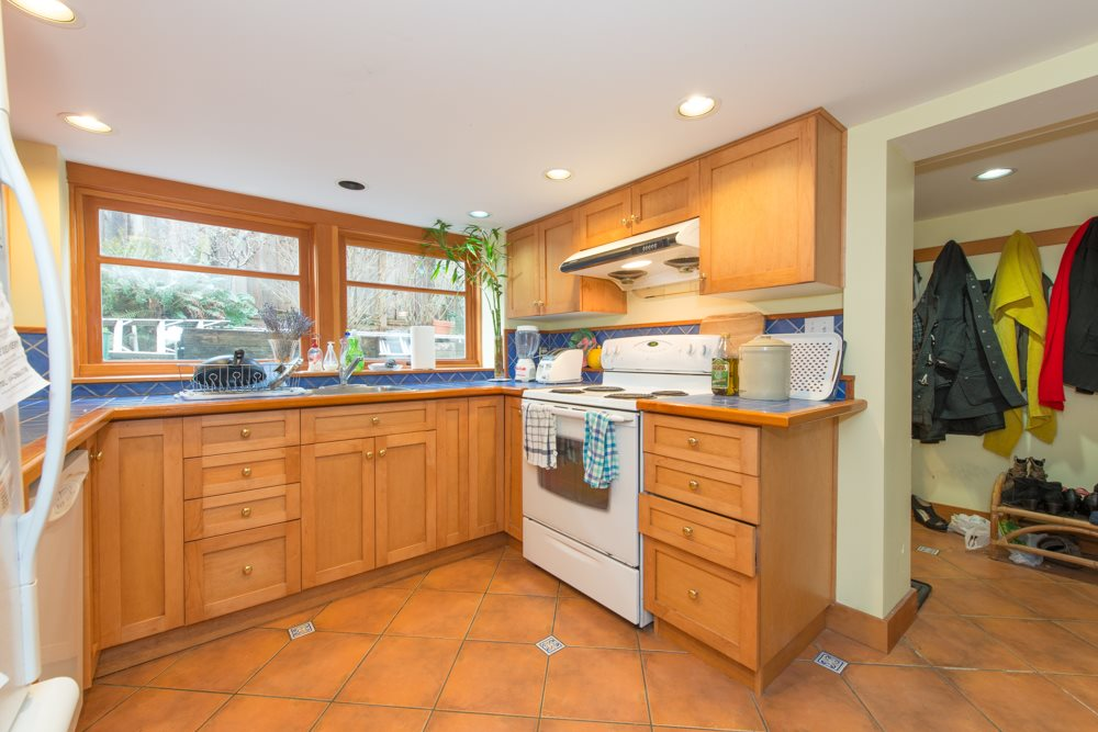 Photo 2: 5534 TRAFALGAR Street in Vancouver: Kerrisdale House for sale (Vancouver West)  : MLS(r) # R2030245
