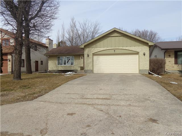Main Photo: 7 Oswald Bay in Winnipeg: Charleswood Residential for sale (South Winnipeg)  : MLS® # 1607539