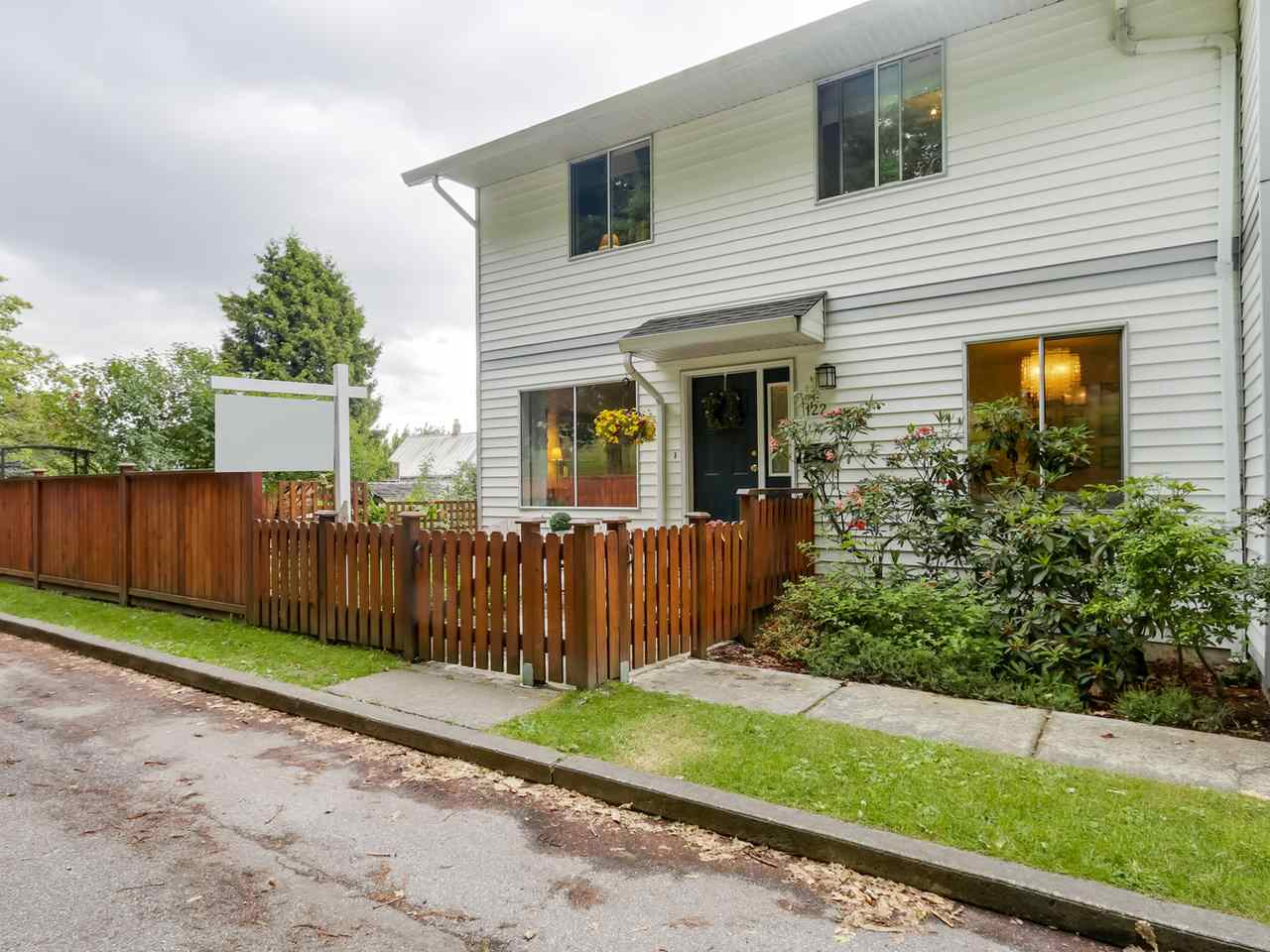 Main Photo: 122 MINER Street in New Westminster: Sapperton House 1/2 Duplex for sale : MLS® # R2081119