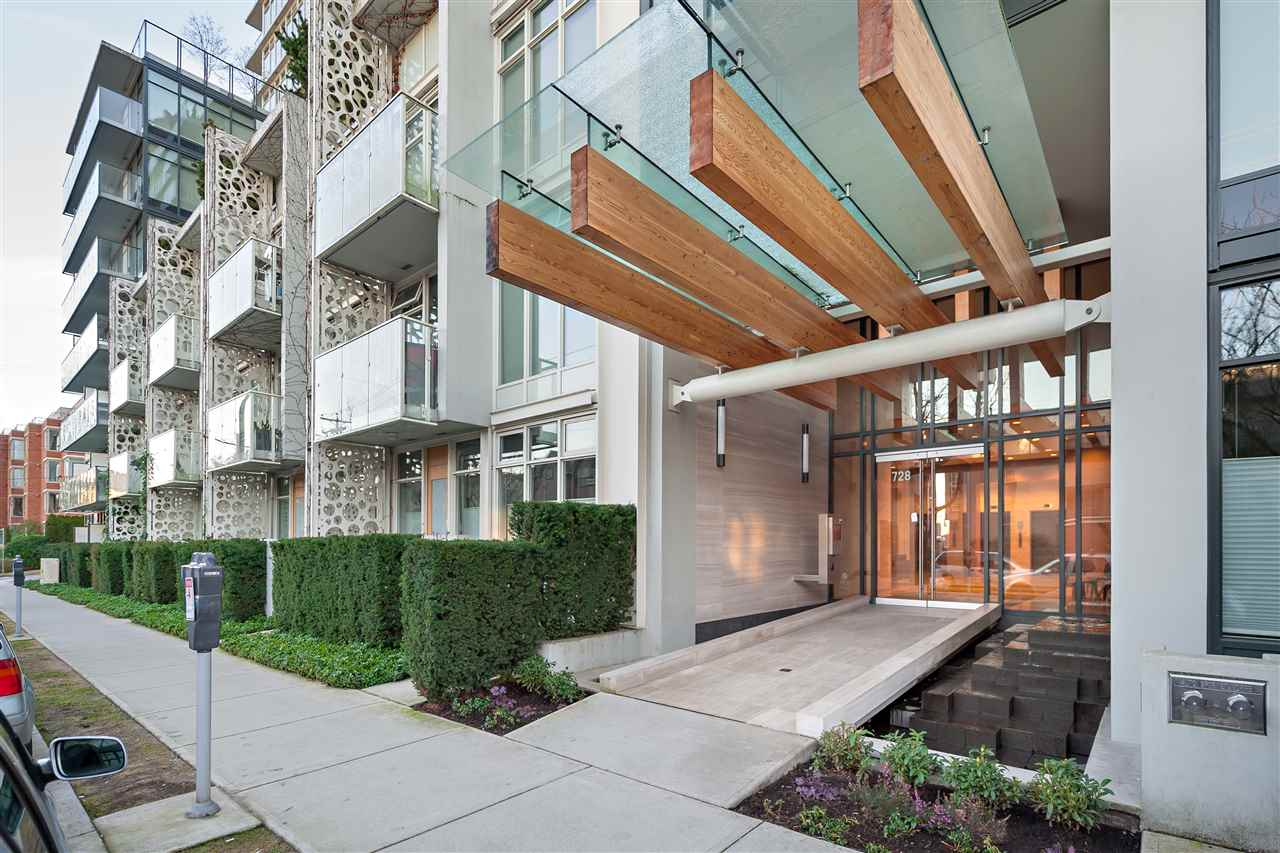 "Main Photo: 720 W 8TH Avenue in Vancouver: Fairview VW Townhouse for sale in ""700 WEST 8TH"" (Vancouver West)  : MLS(r) # R2133447"