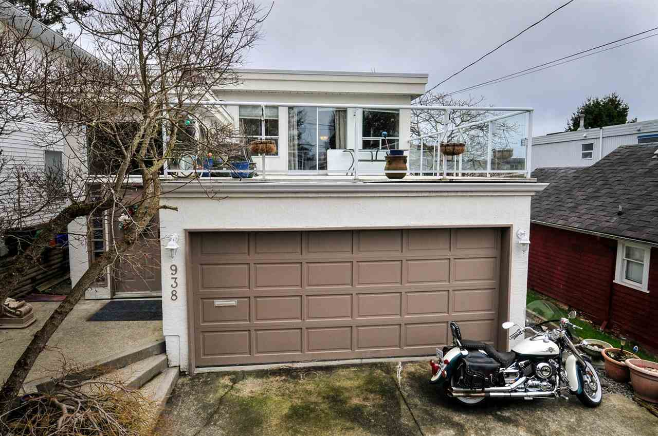 "Main Photo: 938 PARKER Street: White Rock House for sale in ""East  Beach"" (South Surrey White Rock)  : MLS® # R2148882"