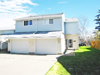 Main Photo: 217 CALLINGWOOD Place in Edmonton: Zone 20 Townhouse for sale : MLS(r) # E4063133
