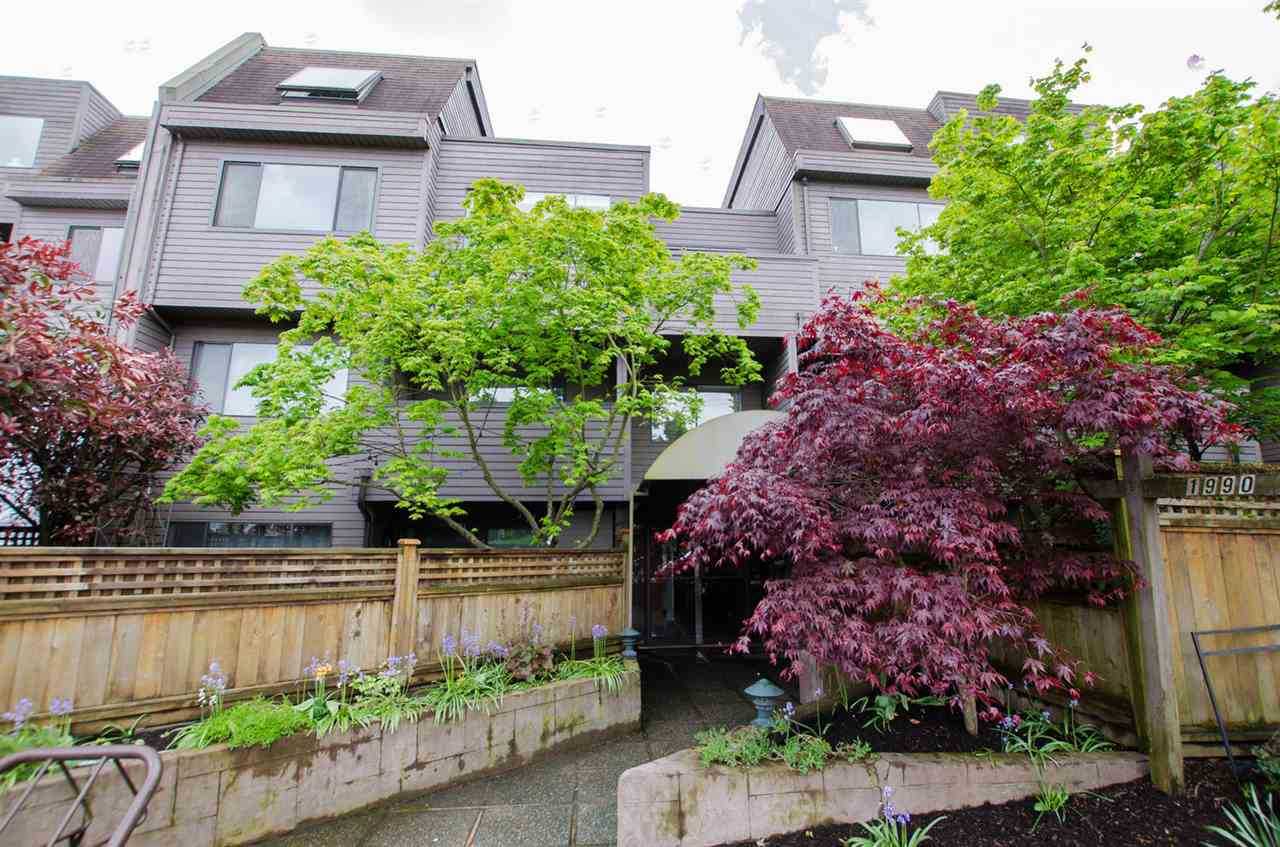 "Main Photo: 104 1990 W 6TH Avenue in Vancouver: Kitsilano Condo for sale in ""Mapleview Place"" (Vancouver West)  : MLS® # R2166286"