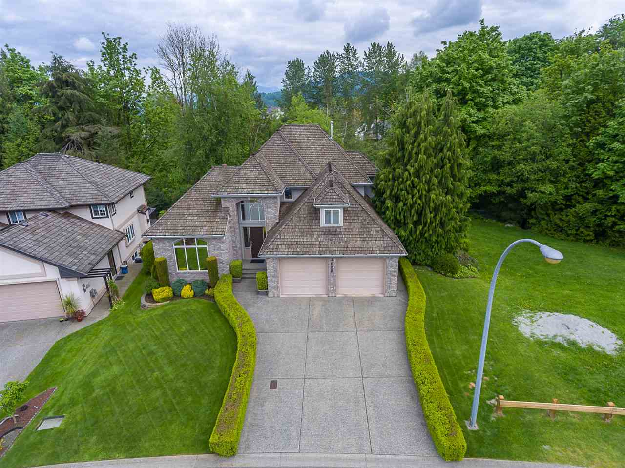 "Photo 2: 3688 COBBLESTONE Drive in Abbotsford: Abbotsford East House for sale in ""Creekstone On The Park"" : MLS(r) # R2168701"