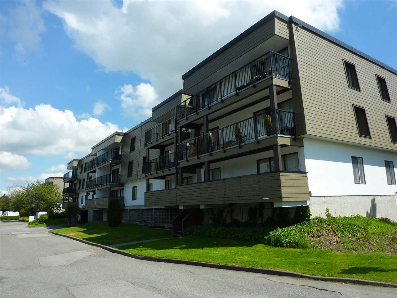 "Main Photo: 327 8860 NO 1 Road in Richmond: Boyd Park Condo for sale in ""APPLE GREEENE"" : MLS® # R2172635"