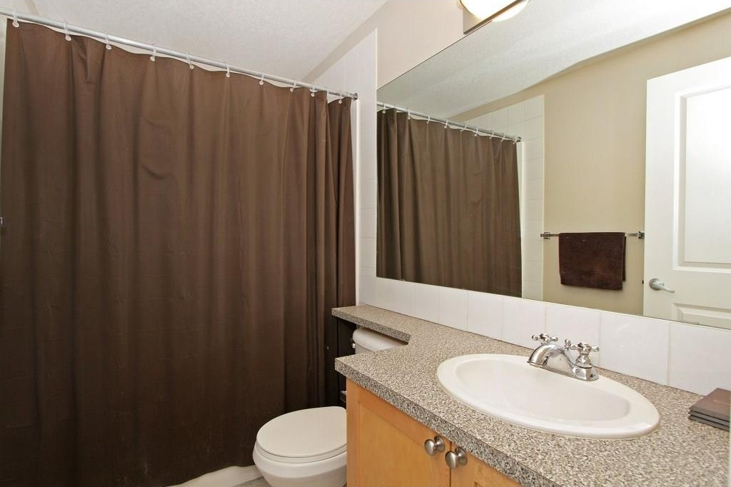 Main Bathroom: 4 piece - great sized guest bathroom!