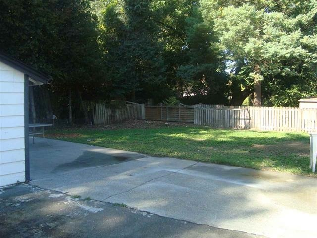 8000  SF LOT SIZE-FENCED