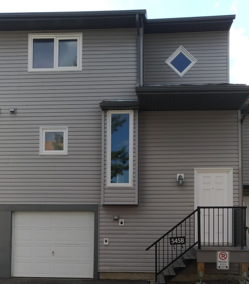Main Photo:  in Edmonton: Zone 29 Townhouse for sale : MLS® # E4078063