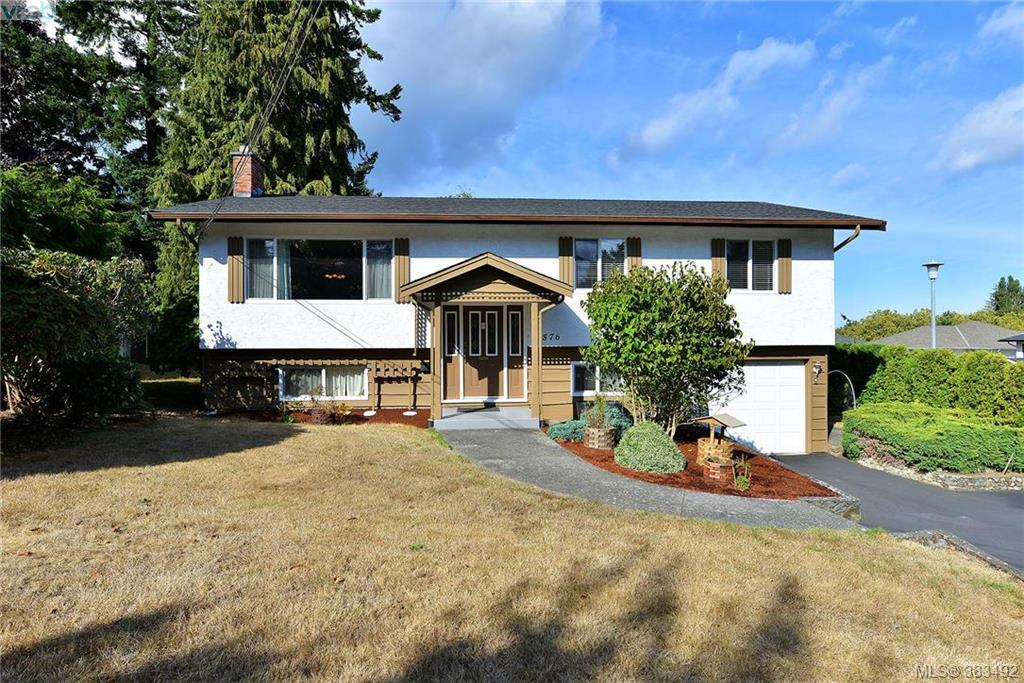 Main Photo: 1576 Arbordale Avenue in VICTORIA: SE Mt Doug Single Family Detached for sale (Saanich East)  : MLS® # 383492