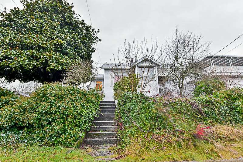 Main Photo: 1725 SEVENTH Avenue in New Westminster: West End NW House for sale : MLS® # R2239614