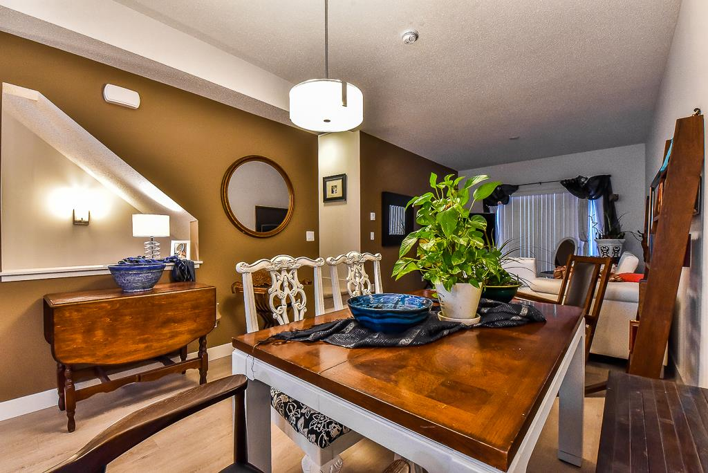 "Photo 4: Photos: 104 32789 BURTON Avenue in Mission: Mission BC Townhouse for sale in ""SILVER CREEK"" : MLS® # R2242269"