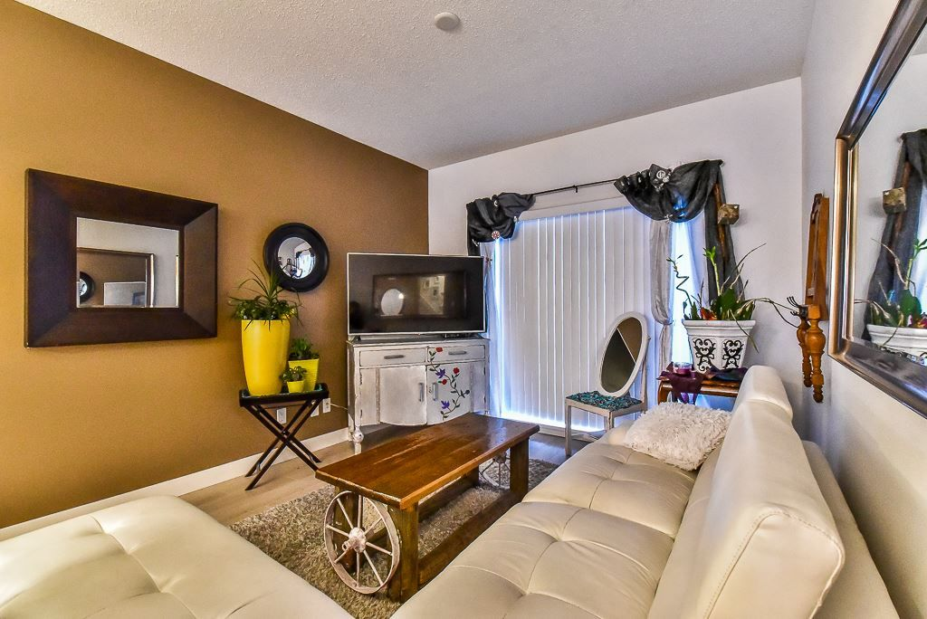 "Photo 2: Photos: 104 32789 BURTON Avenue in Mission: Mission BC Townhouse for sale in ""SILVER CREEK"" : MLS® # R2242269"